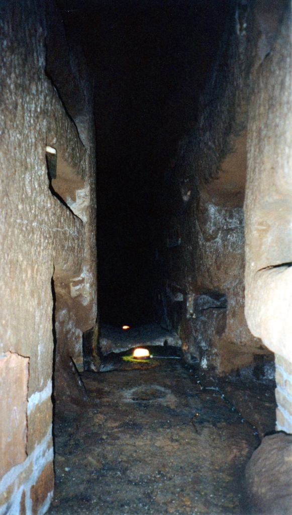 Path through the catacomb